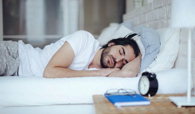 9 Ways to Avoid Snoring